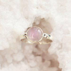 rozenkwarts ring rond